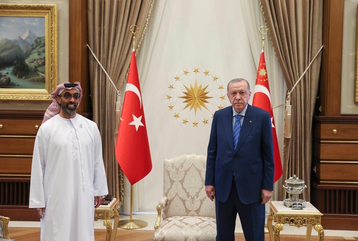 استقبل الرئيس التركي رجب طيب أردوغان وفداً إماراتياً برئاسة الشيخ طحنون بن زايد آل نهيان مستشار الأمن الوطني الإماراتي.