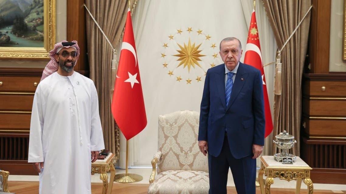 2استقبل الرئيس التركي رجب طيب أردوغان اليوم وفداً إماراتياً برئاسة الشيخ طحنون بن زايد آل نهيان مستشار الأمن الوطني الإماراتي.