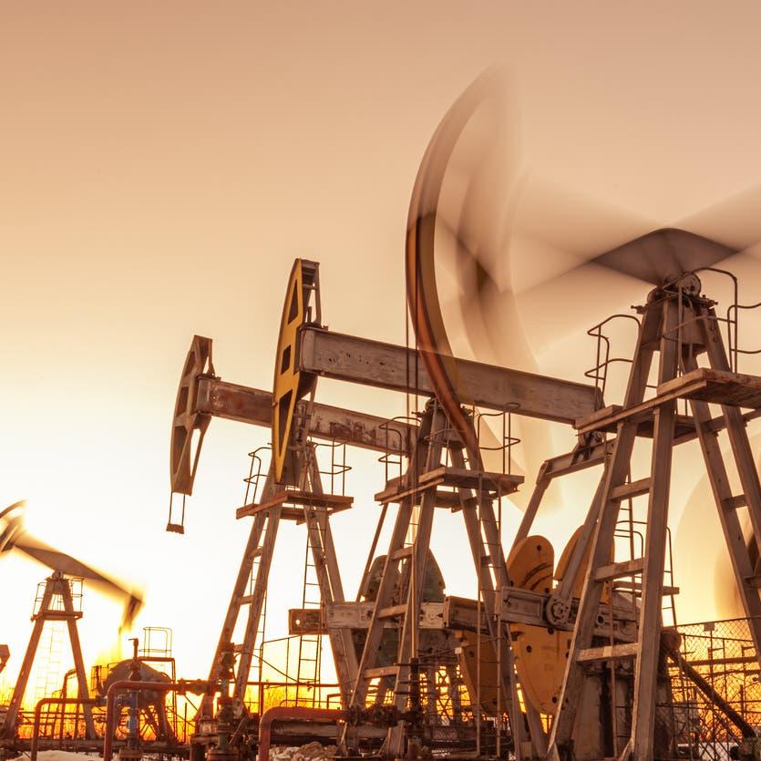 خسائر النفط تتواصل لليوم السادس.. بضغط من عوامل مركبة