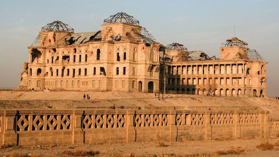 صورة لبقايا قصر دارلامان