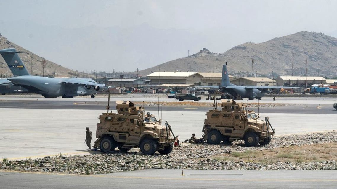 U.S. Army soldiers assigned to the 82nd Airborne Division patrol Hamid Karzai International Airport in Kabul, Afghanistan August 17, 2021. (Reuters)