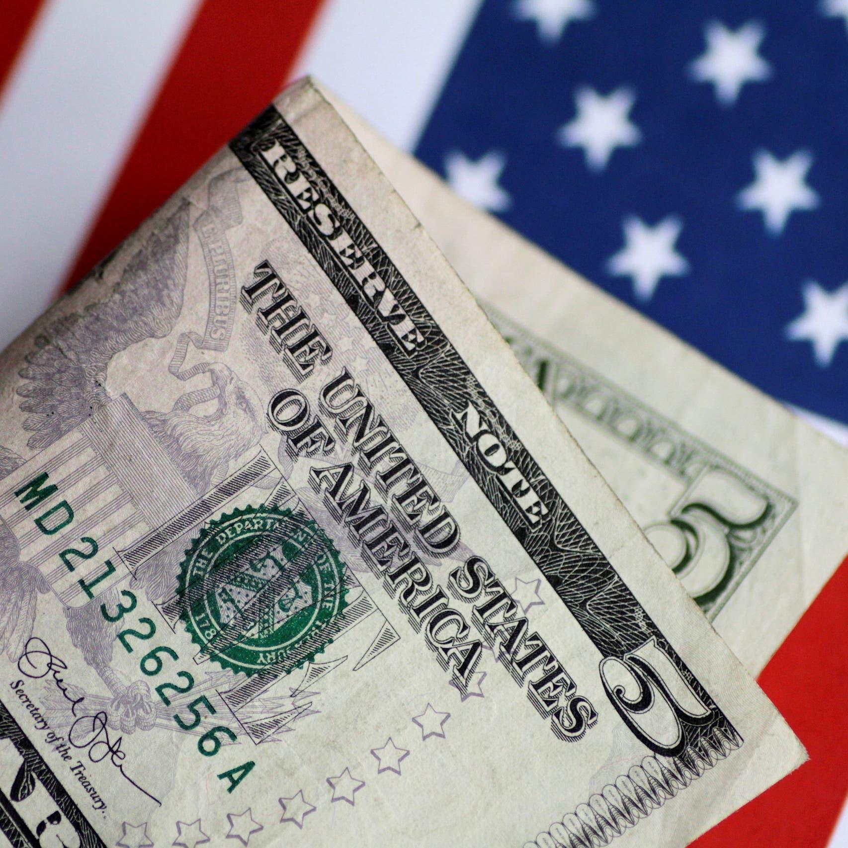 الدولار قرب قاع أسبوع مع انحسار المخاوف بشأن دلتا