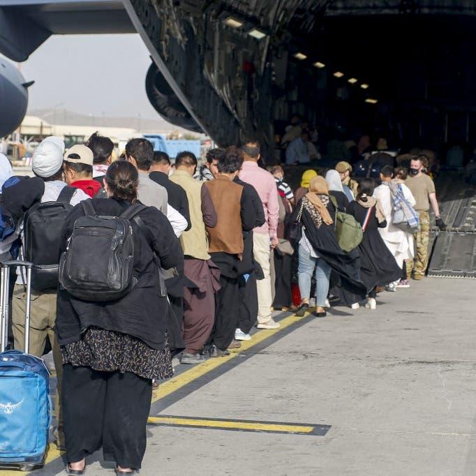 طالبان: نطرد من محيط مطار كابل من لا يملك أوراقاً للسفر
