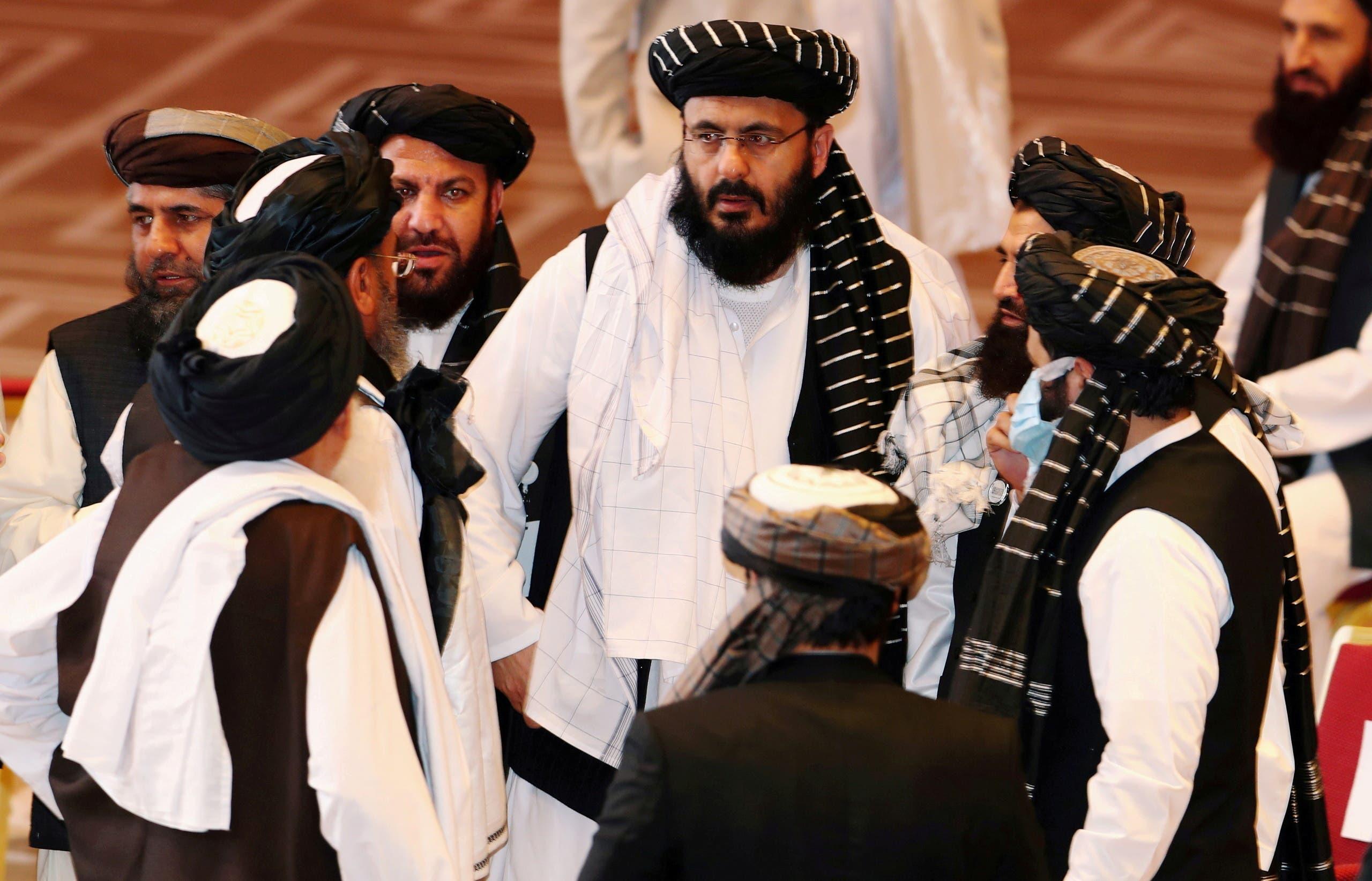 عناصر من طلبان أثناء محادثات الدوحة (رويترز)