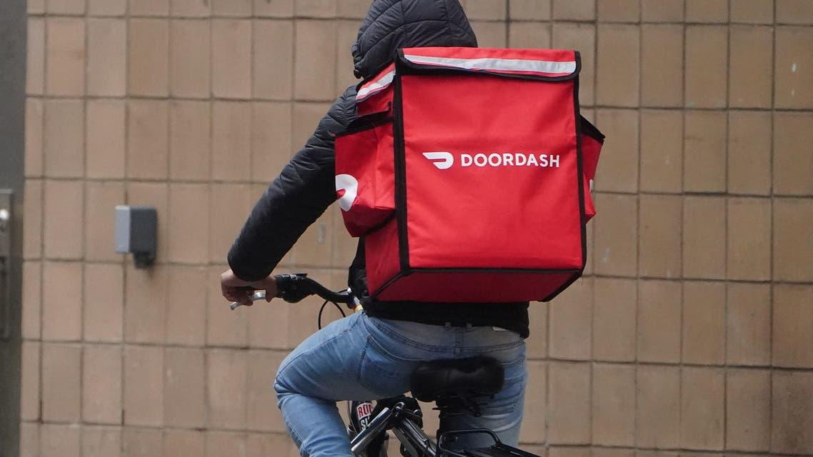 عامل توصيل في شركة DoorDash