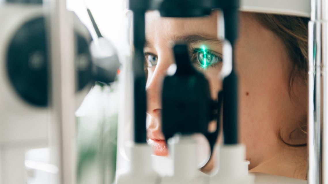 جهاز بصمة العين (آيستوك)
