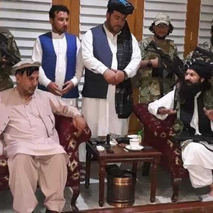 مقطع غريب.. شقيق الرئيس الأفغاني يبايع حركة طالبان!