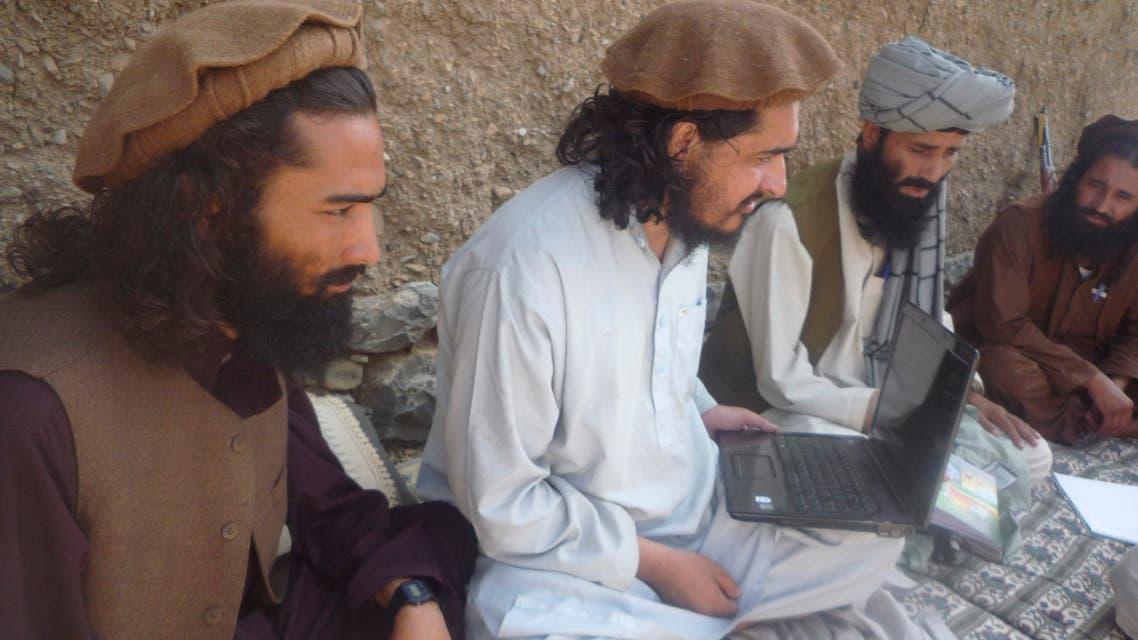 File photo taken Sunday, Oct. 4, 2009, of former Pakistani Taliban chief Hakimullah Mehsud, center, holding a laptop computer. (AP)