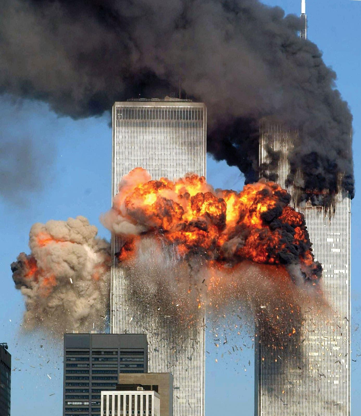 صورة لعملية استهداف برجي التجارة عام 2001