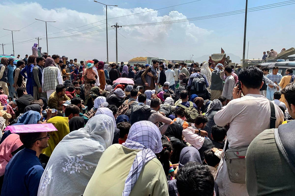 Afghan people gather along a road as they wait to board a US military aircraft to leave the country, at a military airport in Kabul on August 20, 2021 days after Taliban's military takeover of Afghanistan. (File photo: AFP)