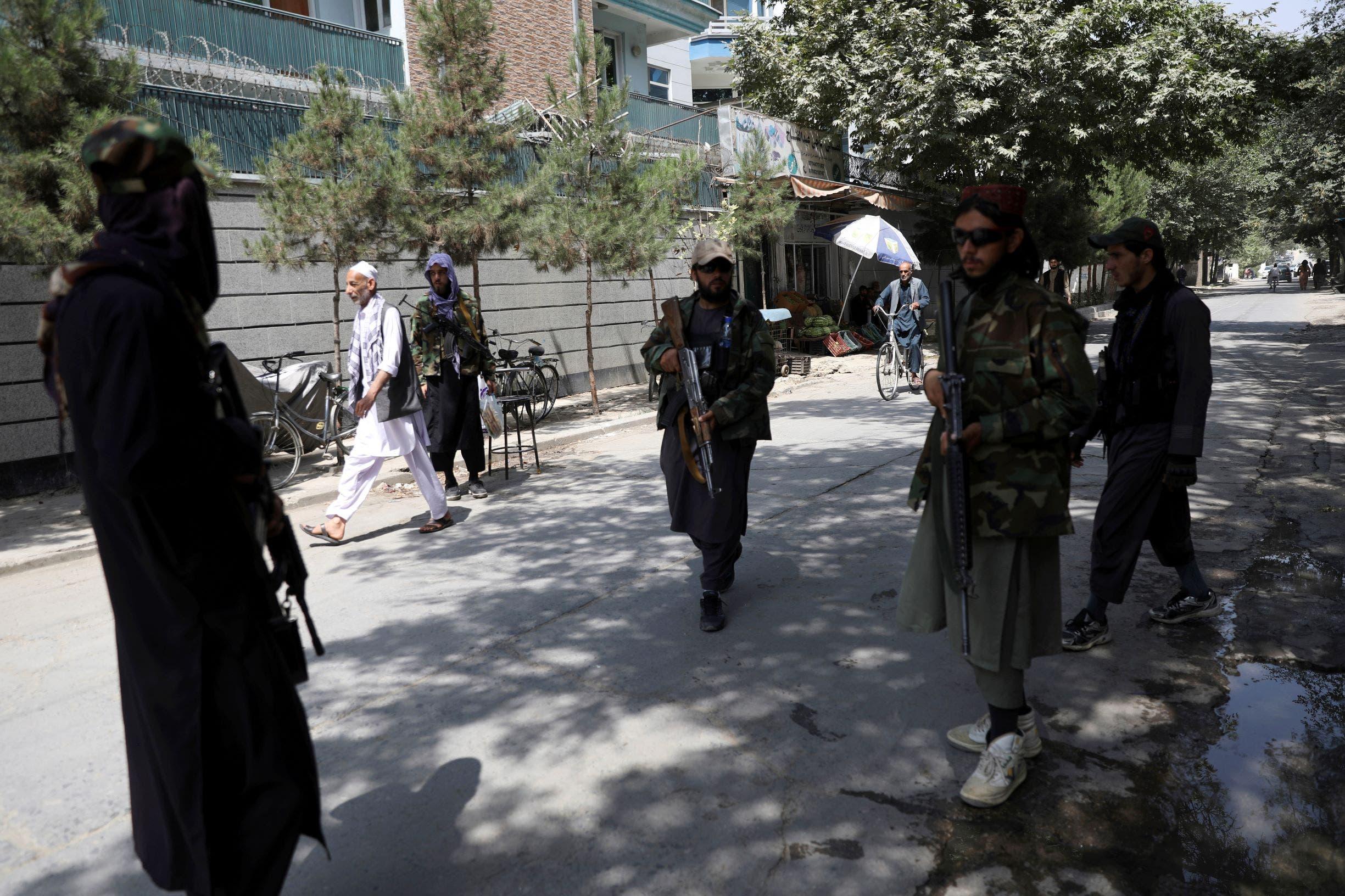 طالبان قرب مطار كابل - أب