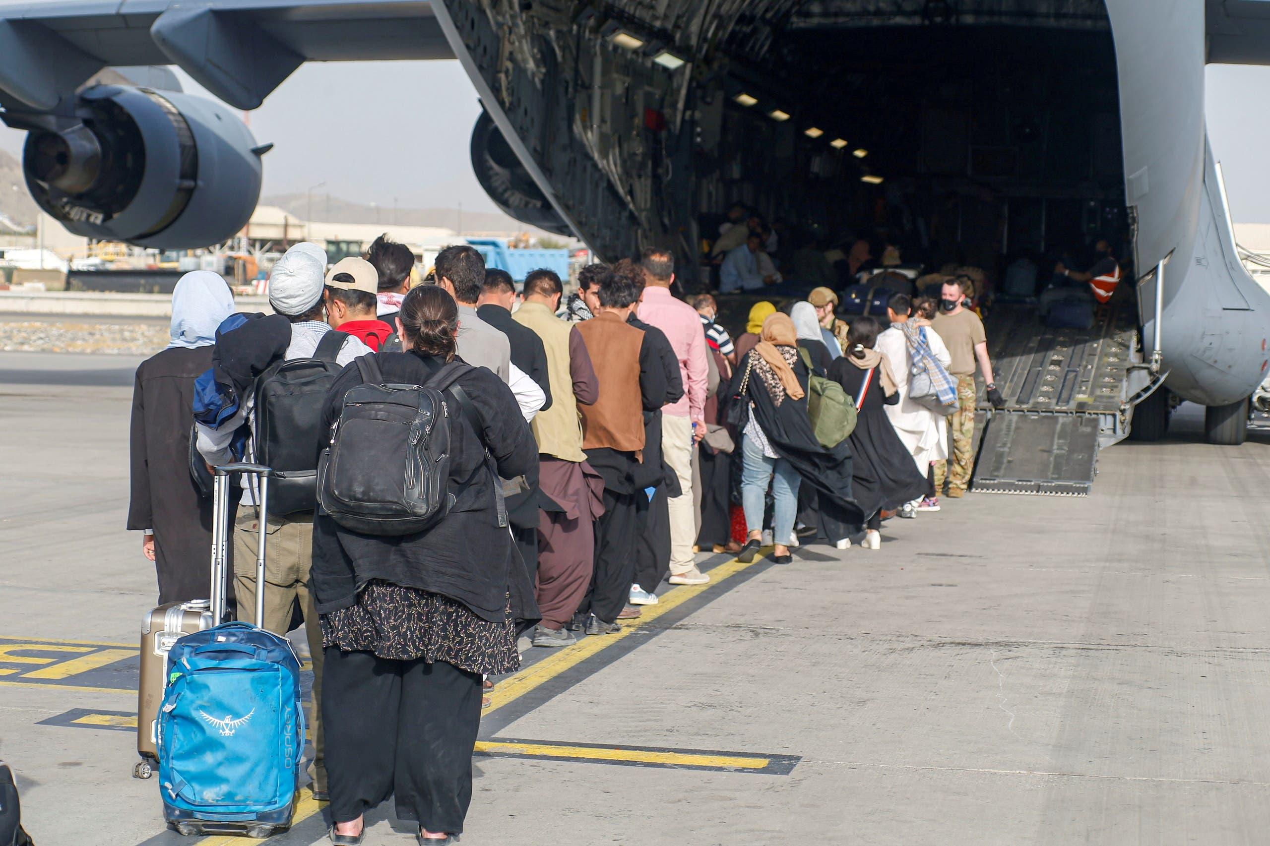 من عمليات الإجلاء في مطار كابل