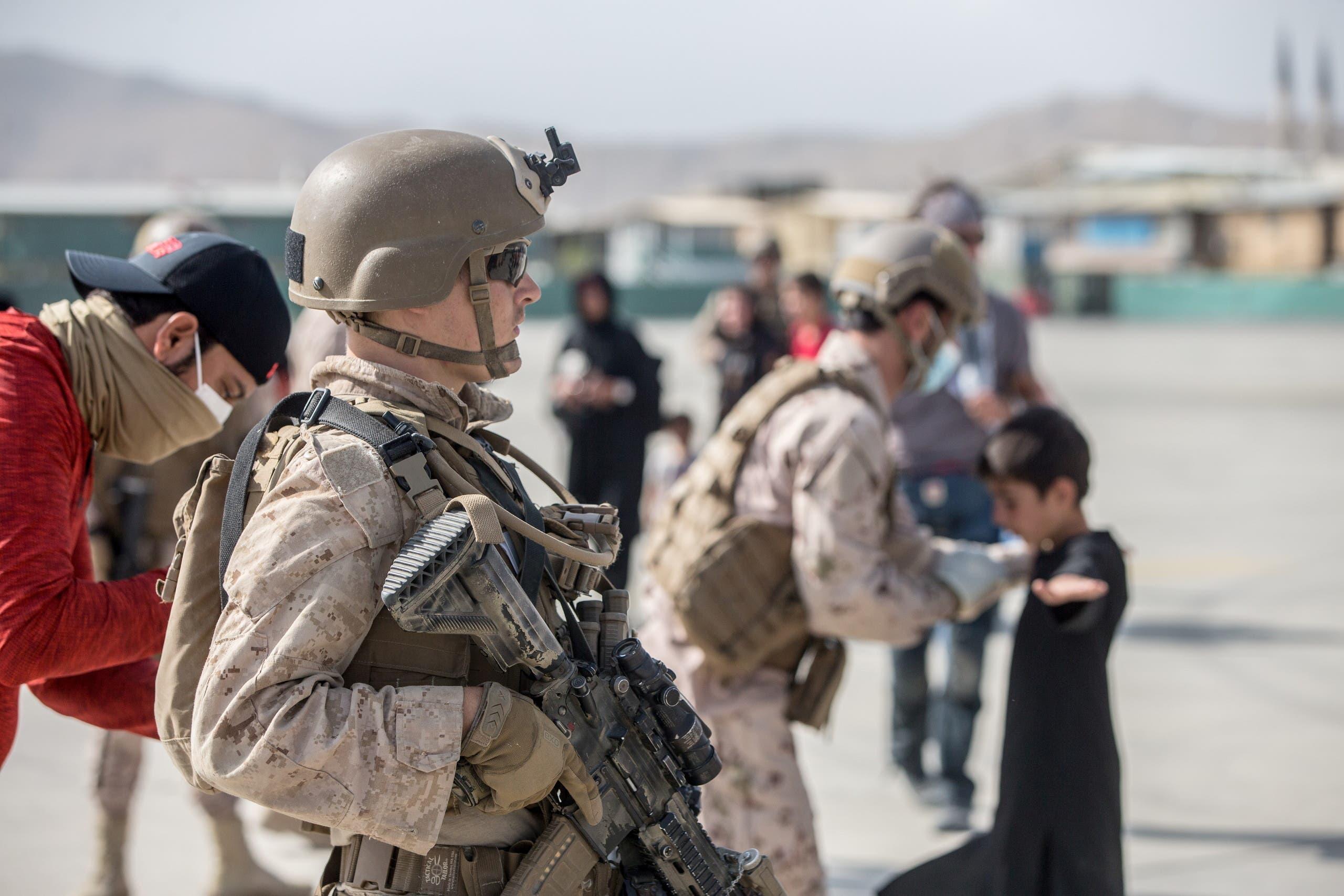 الجيش الأميركي خلال عمليات الإجلاء في مطار كابل