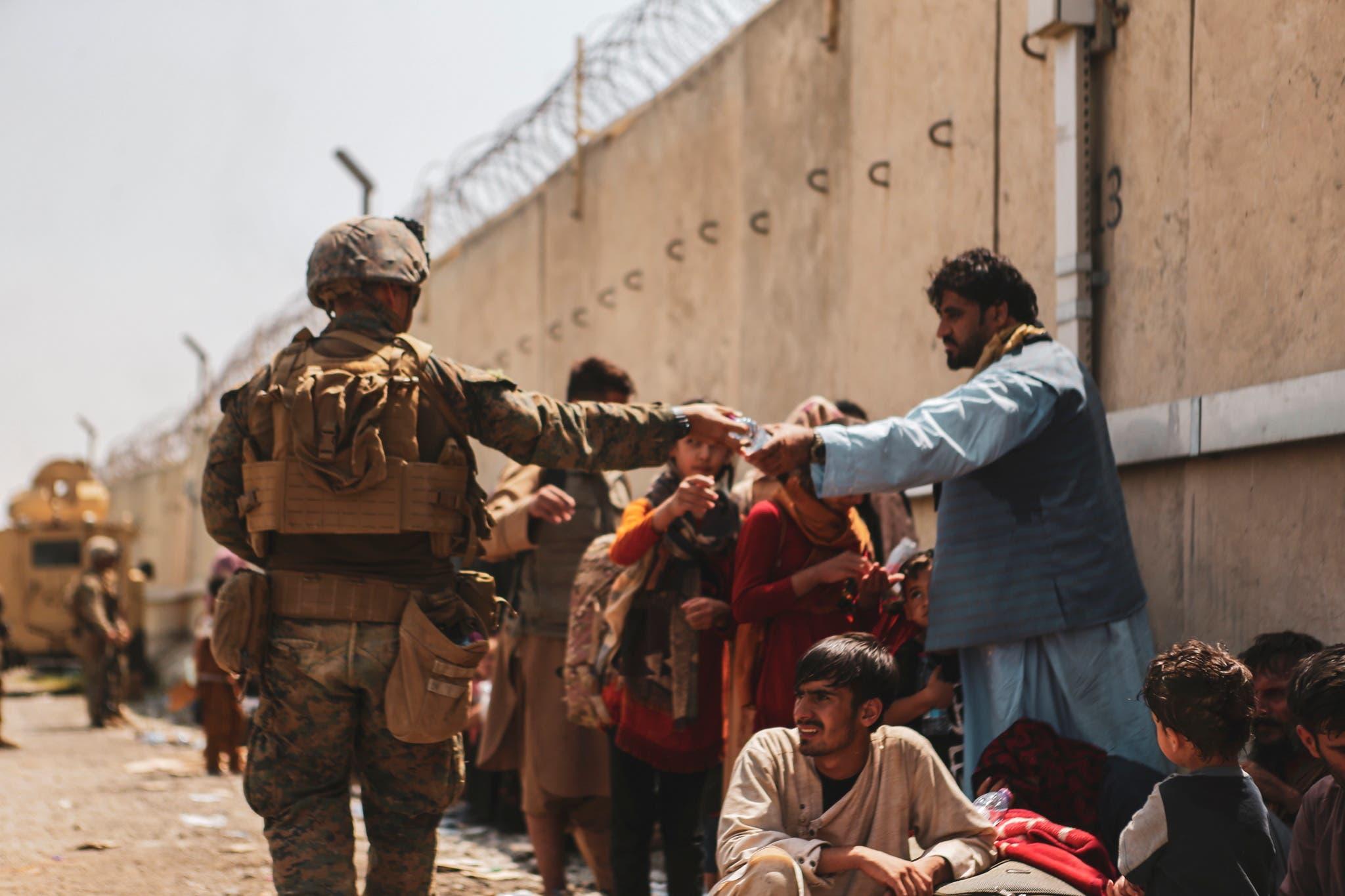 عناصر من القوات الأميركية بمحيط مطار كابل