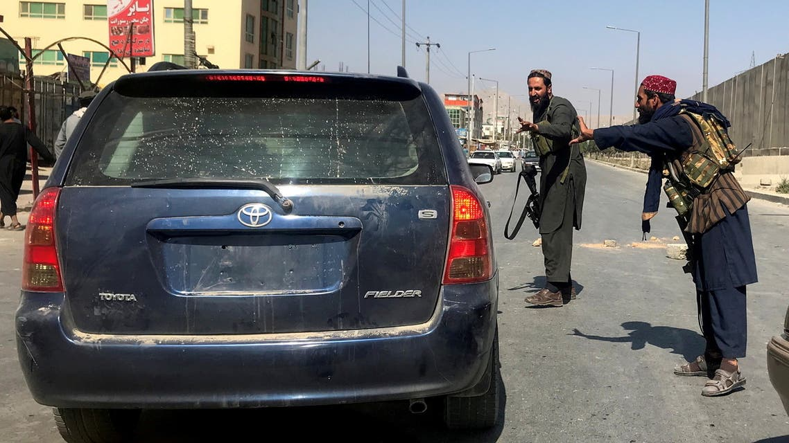 FILE PHOTO: Members of Taliban forces gesture as they check a vehicle on a street in Kabul, Afghanistan, August 16, 2021. REUTERS/Stringer/File Photo