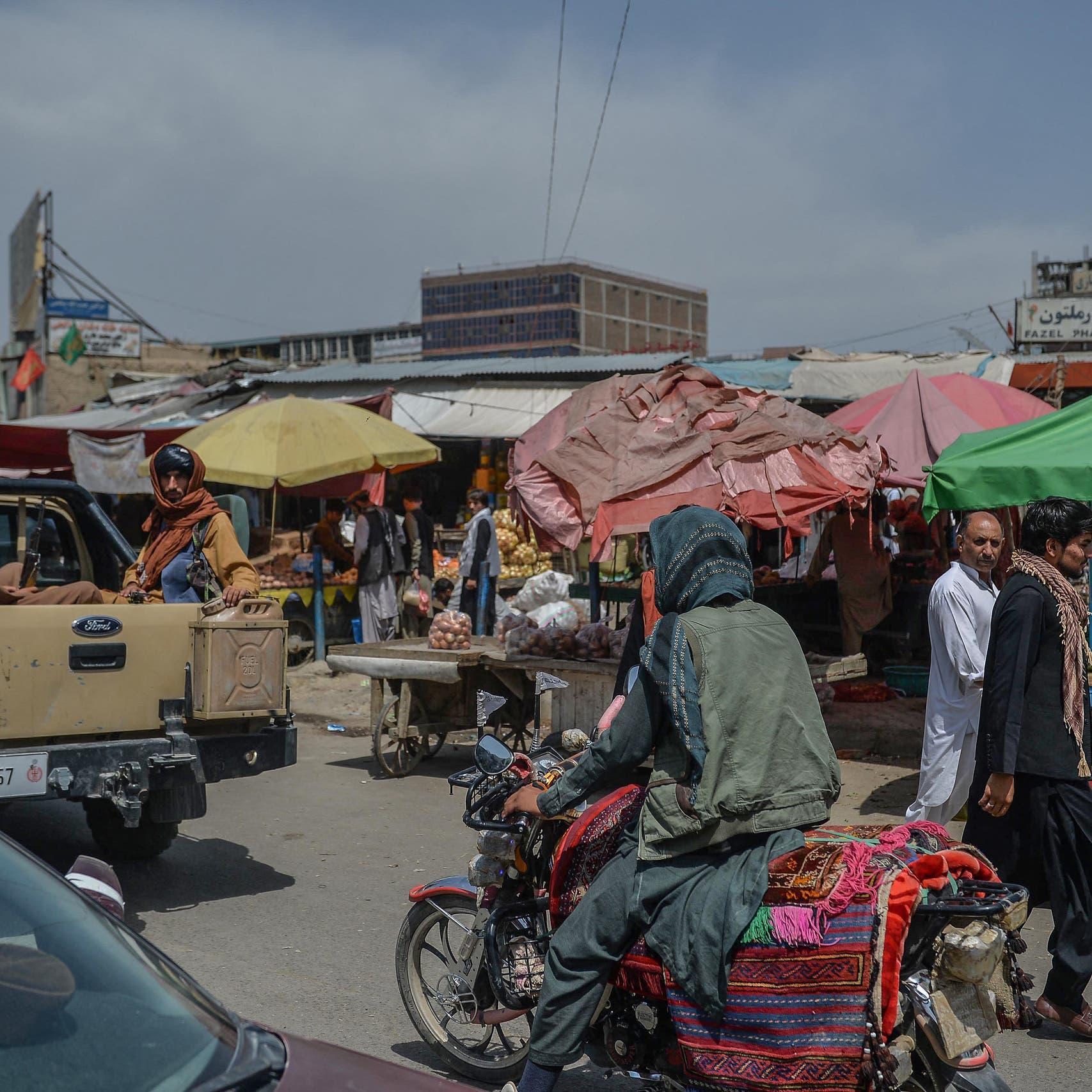 ارتفاع الأسعار واستمرار إغلاق البنوك يزيدان مأساة سكان كابل