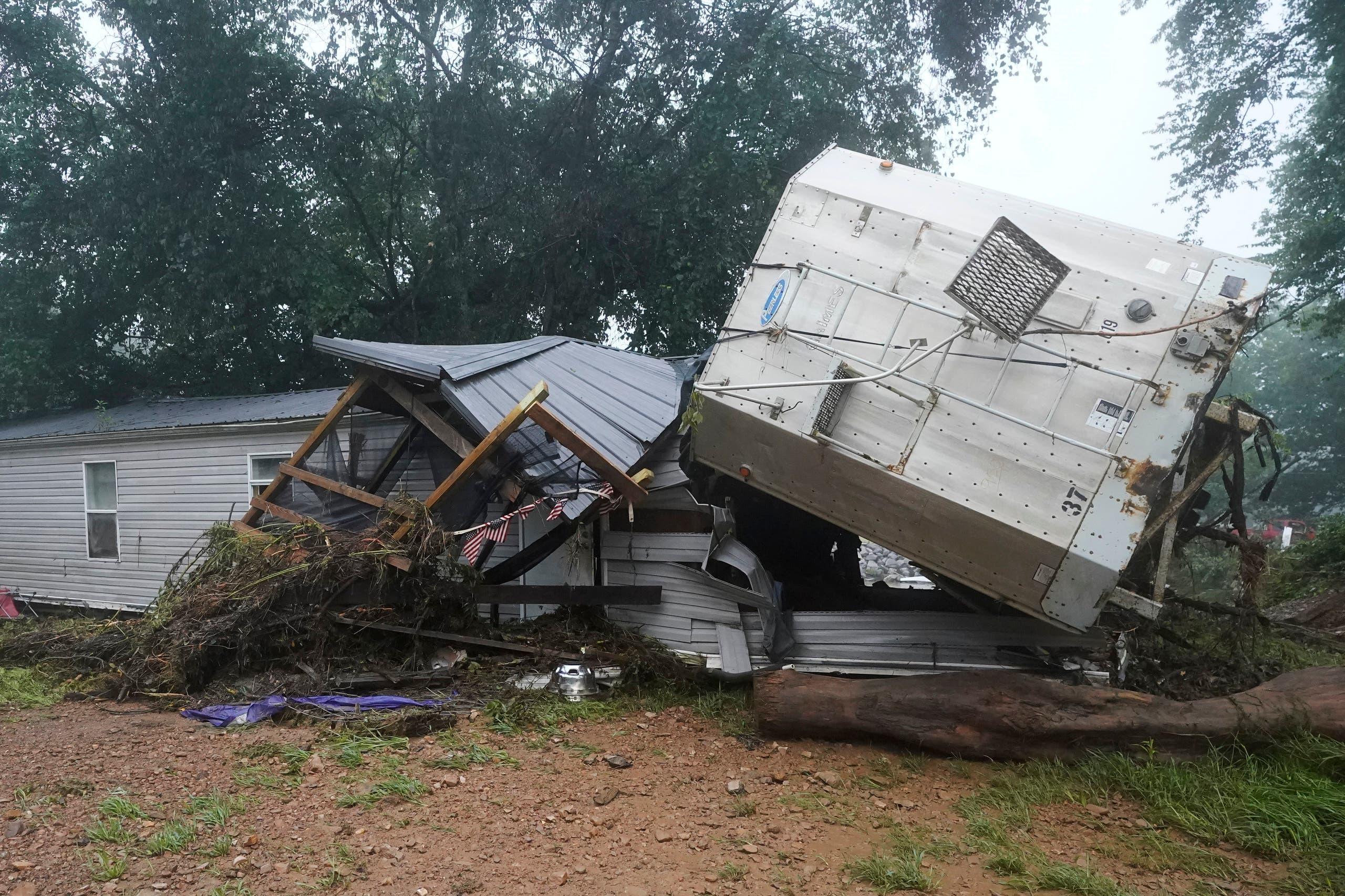 من الأضرار التي خلفتها الفيضانات في تينيسي