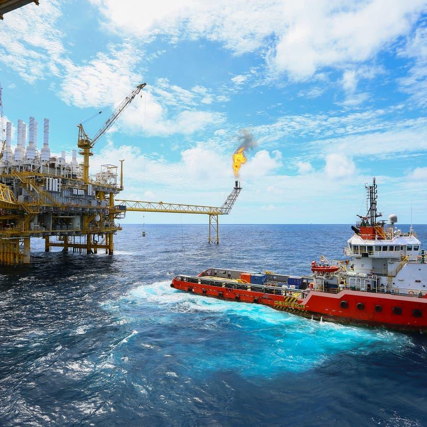 مكاسب النفط تتجاوز 5% بعد أسوأ سلسلة خسائر في 3 سنوات