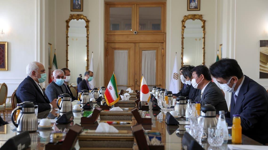 اجتماع إيراني ياباني في طهران (رويترز)