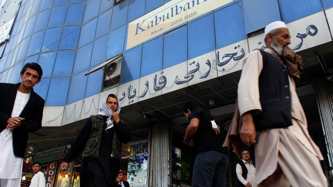 أحد المصارف الأفغانية في كابل (رويترز)