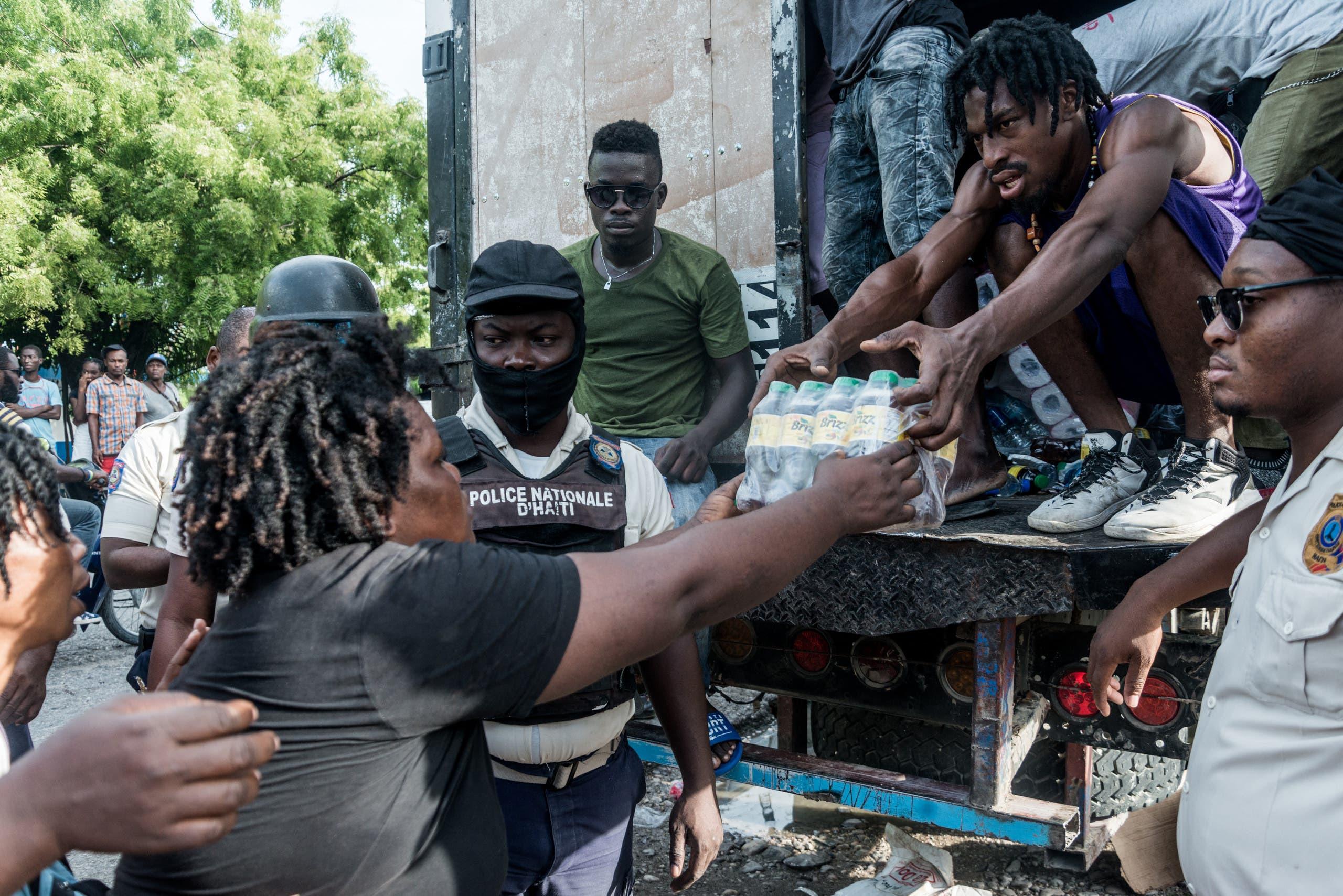توزيع مواد إغاثية للمتضررين من زلزال هايتي
