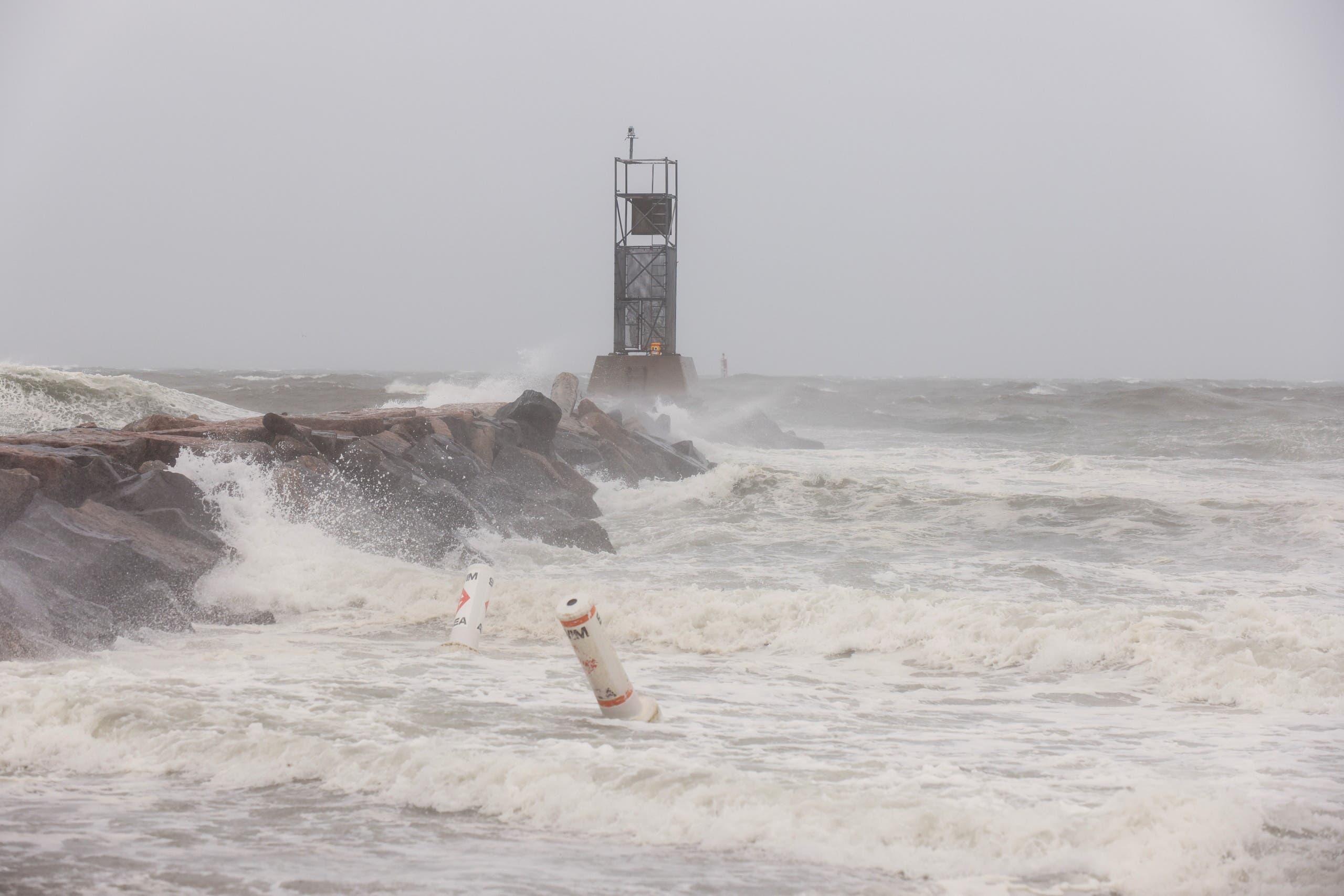 العاصفة تضرب سواحل نيويورك
