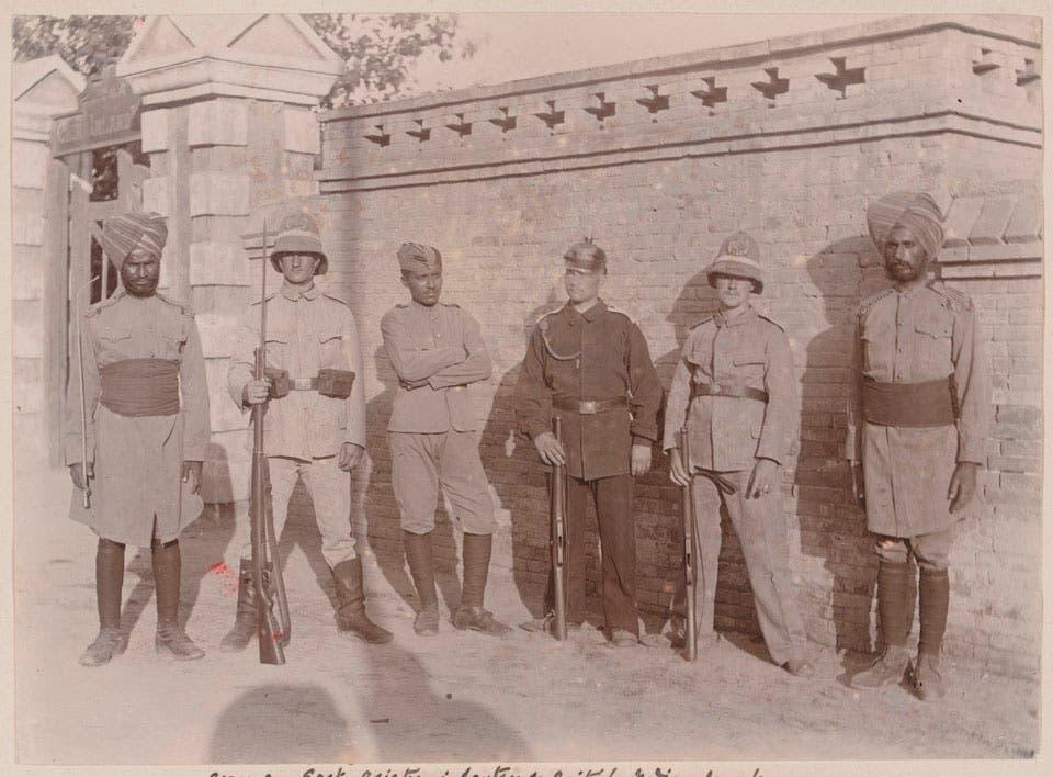 صورة تجمع بين جنود هنود وألمان ببكين