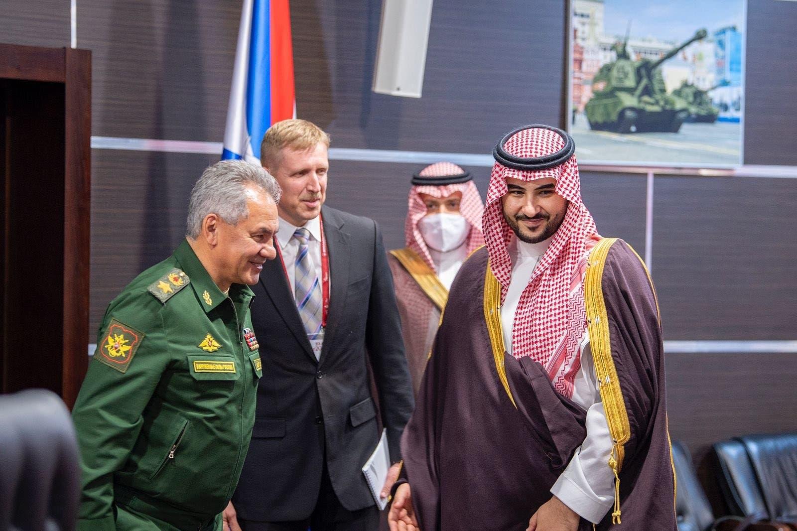 لقاء الأمير خالد بن سلمان مع وزير الدفاع الروسي
