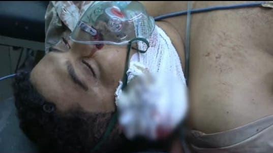 هيثم خلال محاولة إسعافه في المستشفى