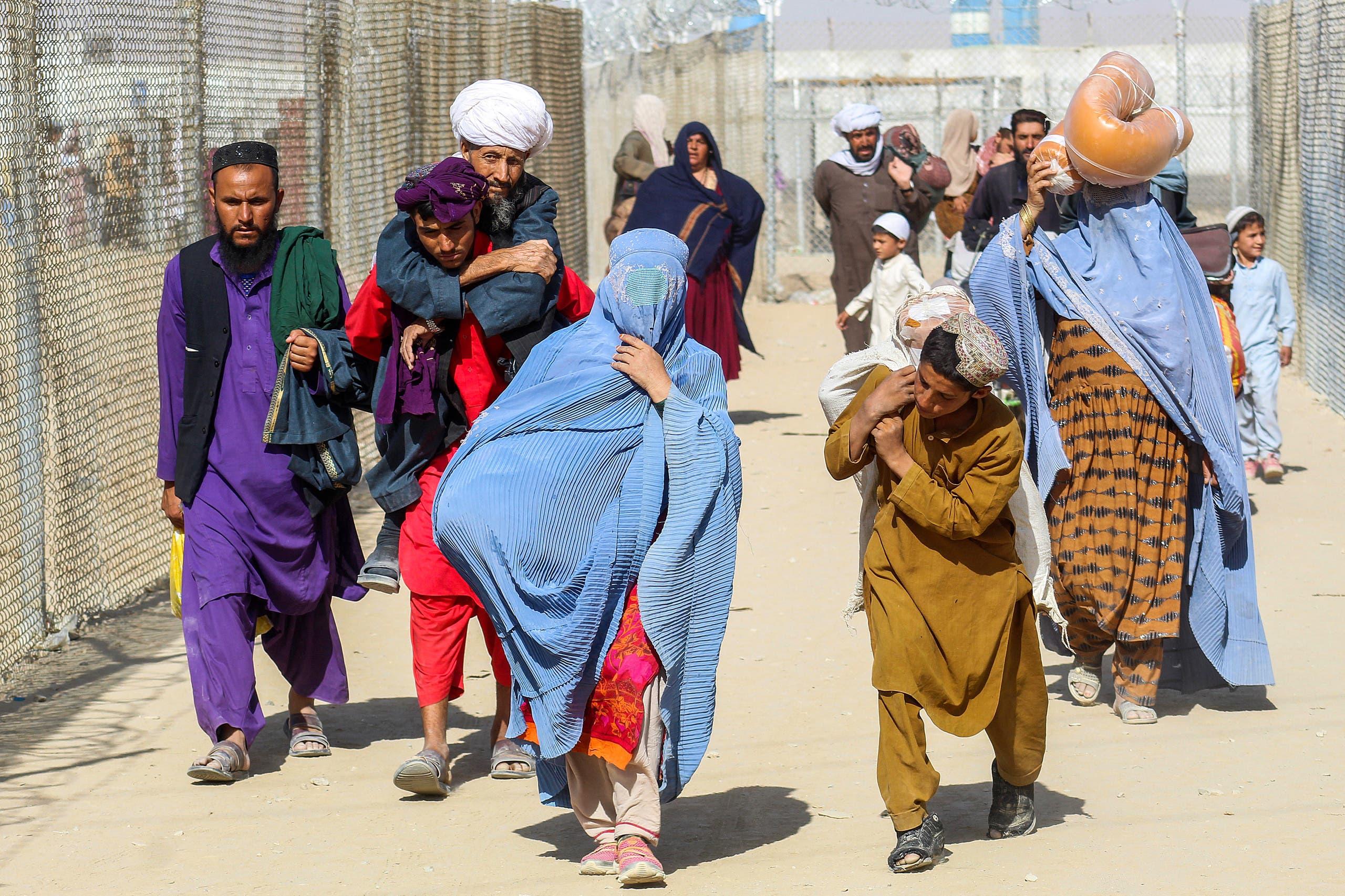 عائلات تفر من أفغانستان (فرانس برس)