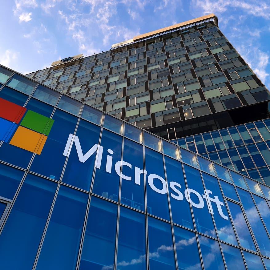 """قرار واحد يصعد بـ""""مايكروسوفت"""" إلى قمة جديدة.. 2.3 تريليون دولار"""