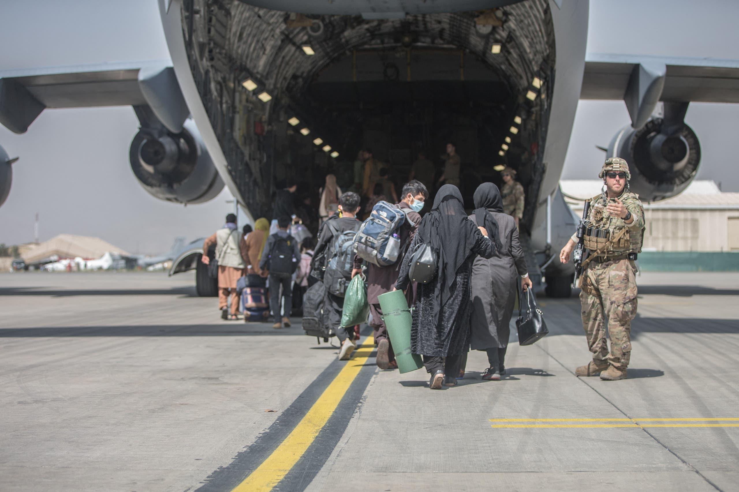 من عمليات الإجلاء بمطار كابل