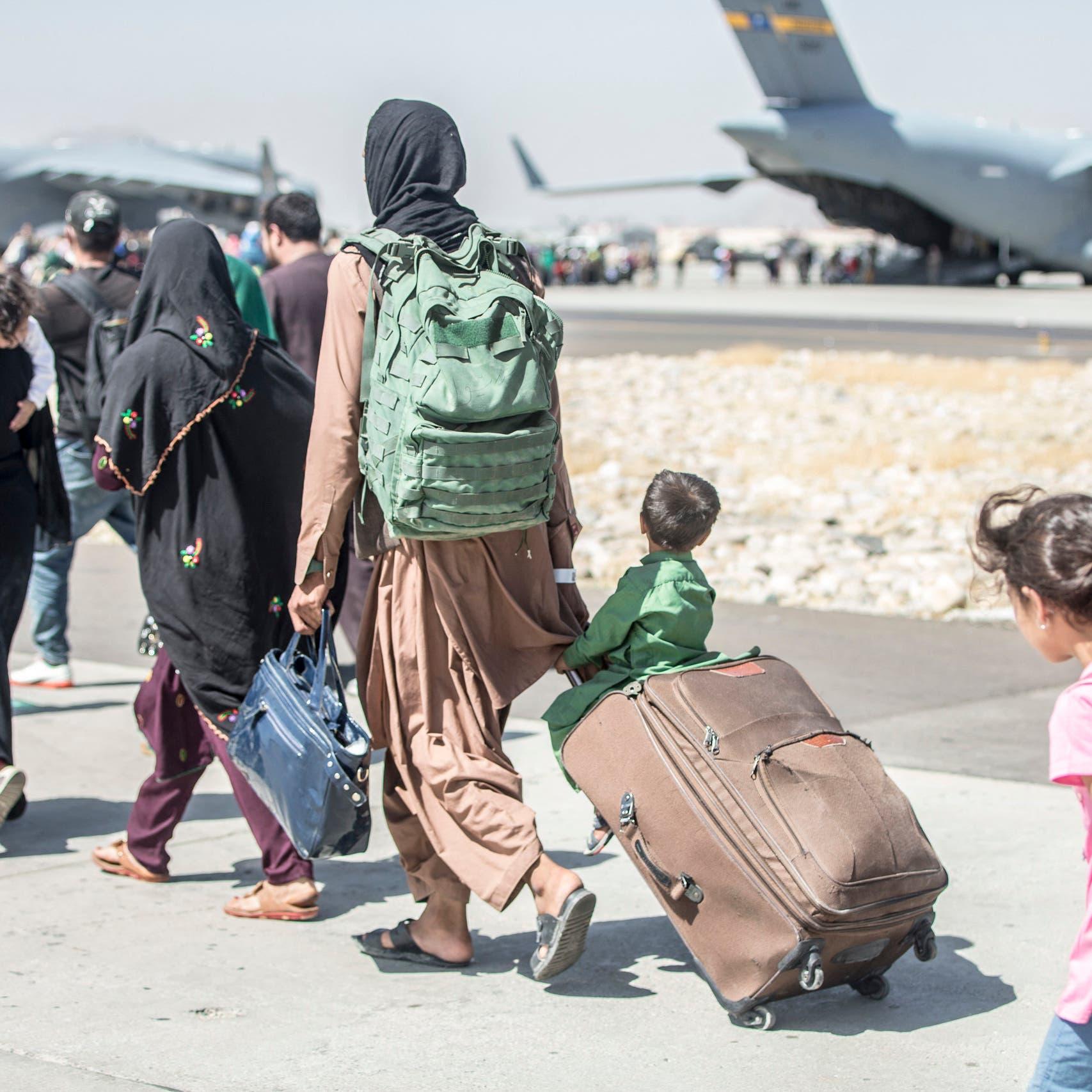 عمليات الإجلاء تتواصل في كابل.. وخوف من منع سفر الأفغان