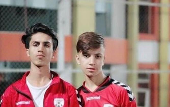 أنواري وصديقه في فريق الكرة
