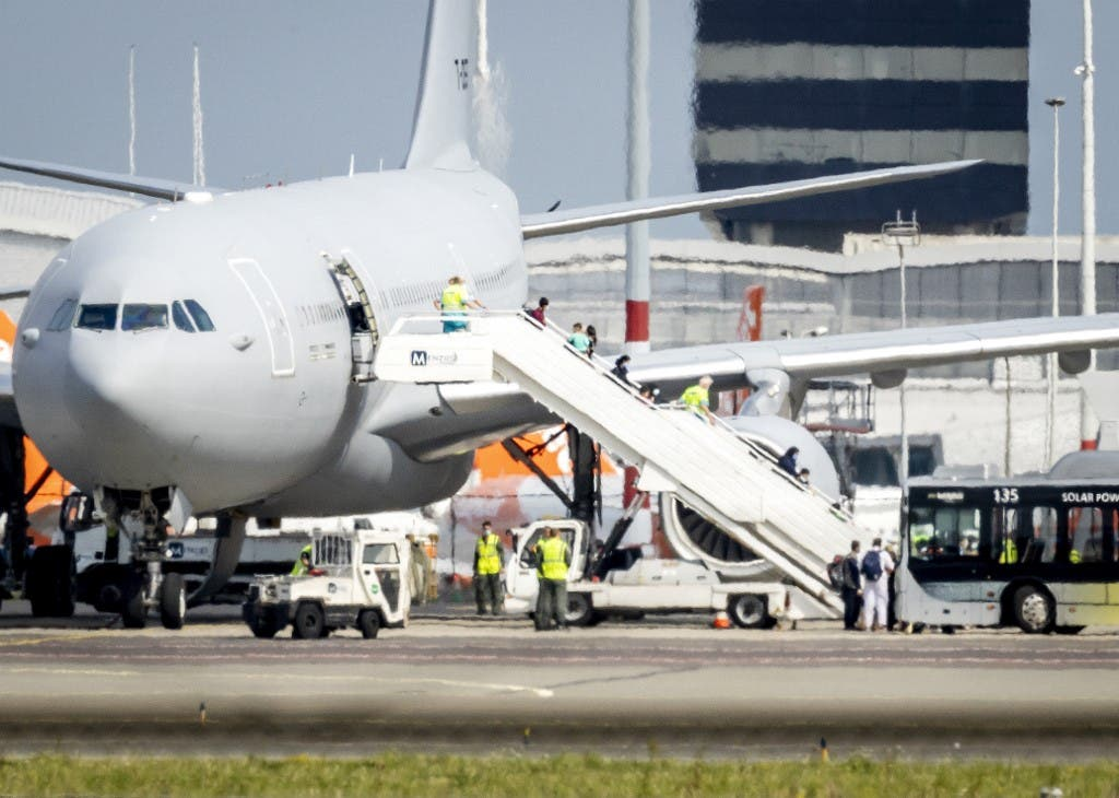 من عمليات إجلاء الأفغان إلى أمستردام في هولندا.. فرانس برس