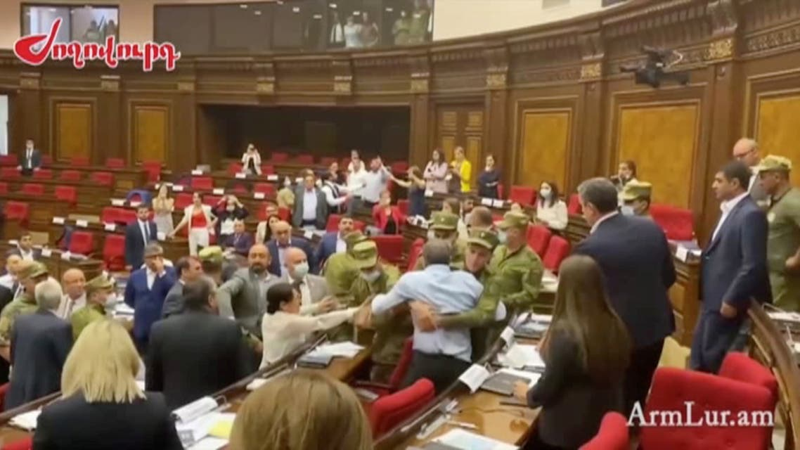 شجار في برلمان أرمينيا (رويترز)