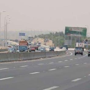 فيديو لمصري يقود سيارته بطريقه جنونية يثير رعبا والنيابة تقرر حبسه
