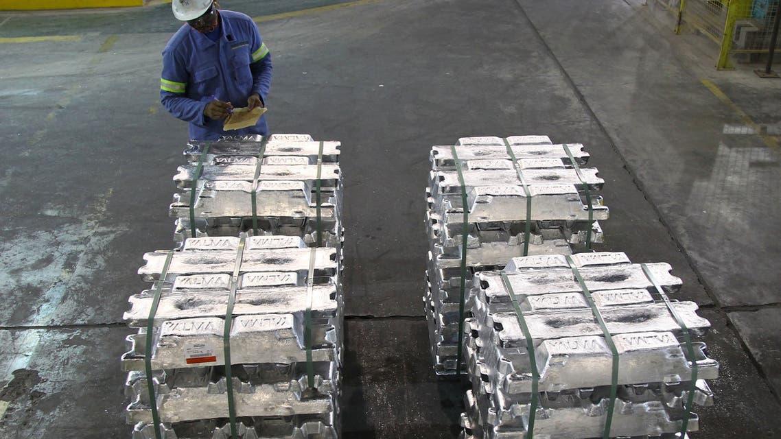 إنتاج معدن الألومنيوم في السعودية (رويترز)