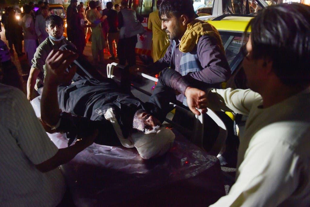نقل المصابين بالتفجير