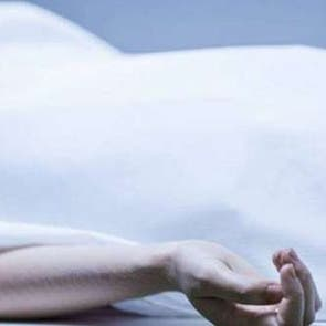 من فرط حبه لها.. مسن مصري يحتفظ بجثة زوجته لمدة 4 أيام في المنزل