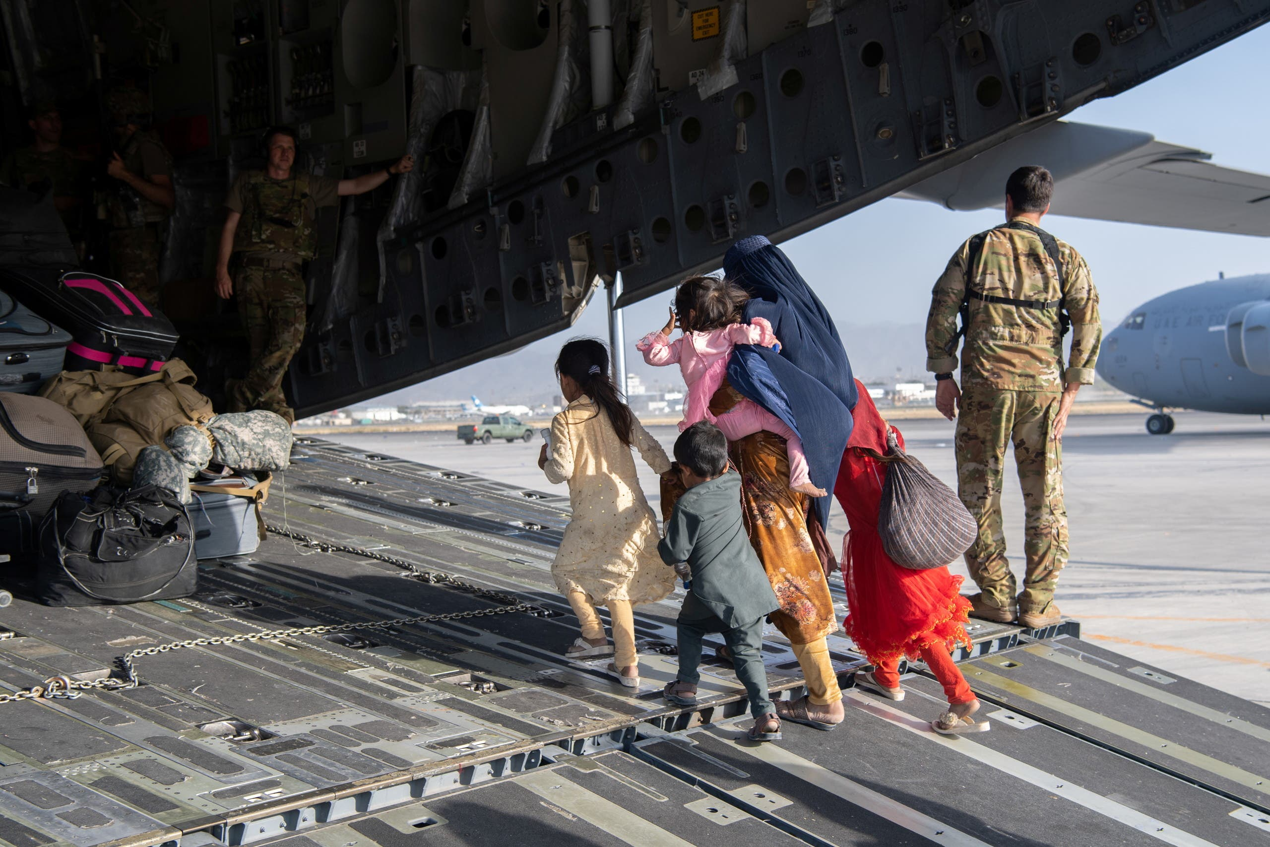 US Air Force loadmasters and pilots assigned to the 816th Expeditionary Airlift Squadron, load passengers aboard a US Air Force C-17 Globemaster III in support of the Afghanistan evacuation at Hamid Karzai International Airport in Kabul, Afghanistan, August 24, 2021. (Reuters)