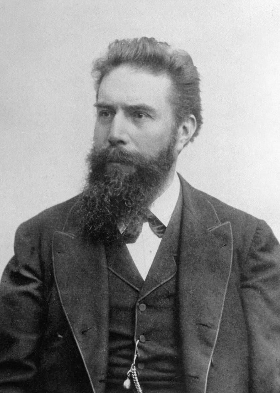 صورة لمكتشف الأشعة السينية الألماني فيلهلم كونراد رونتغن