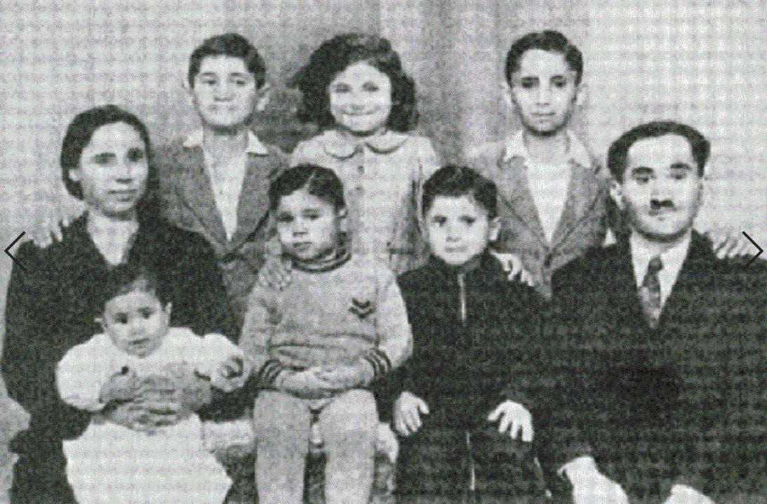 في 1945 بحضن أمه، ويبدو والده بشارة، كما وأشقاؤه الخمسة، وأحدهم دهسته جيب عسكرية بريطانية وقتلته