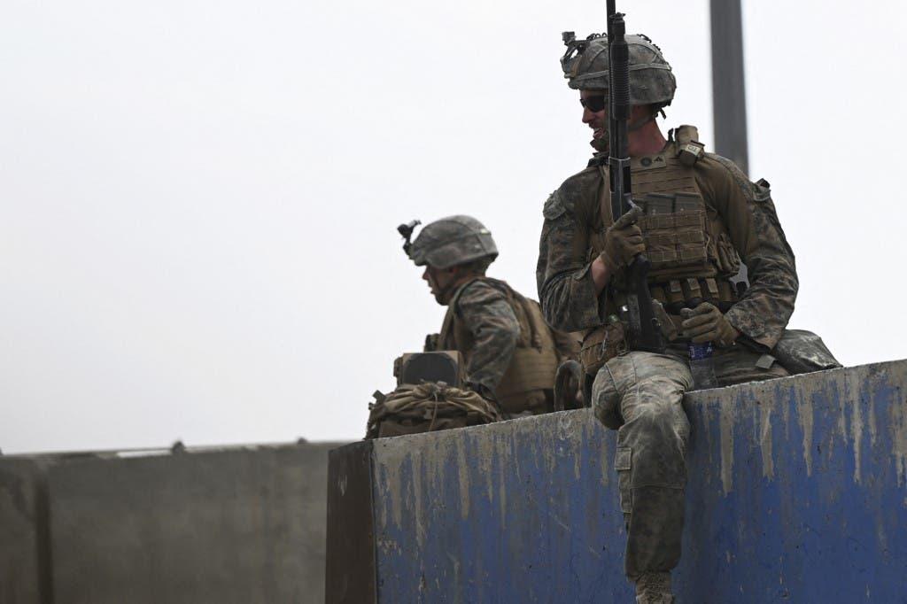 جنود أميركيون في مطار كابل خلال عمليات الإجلاء