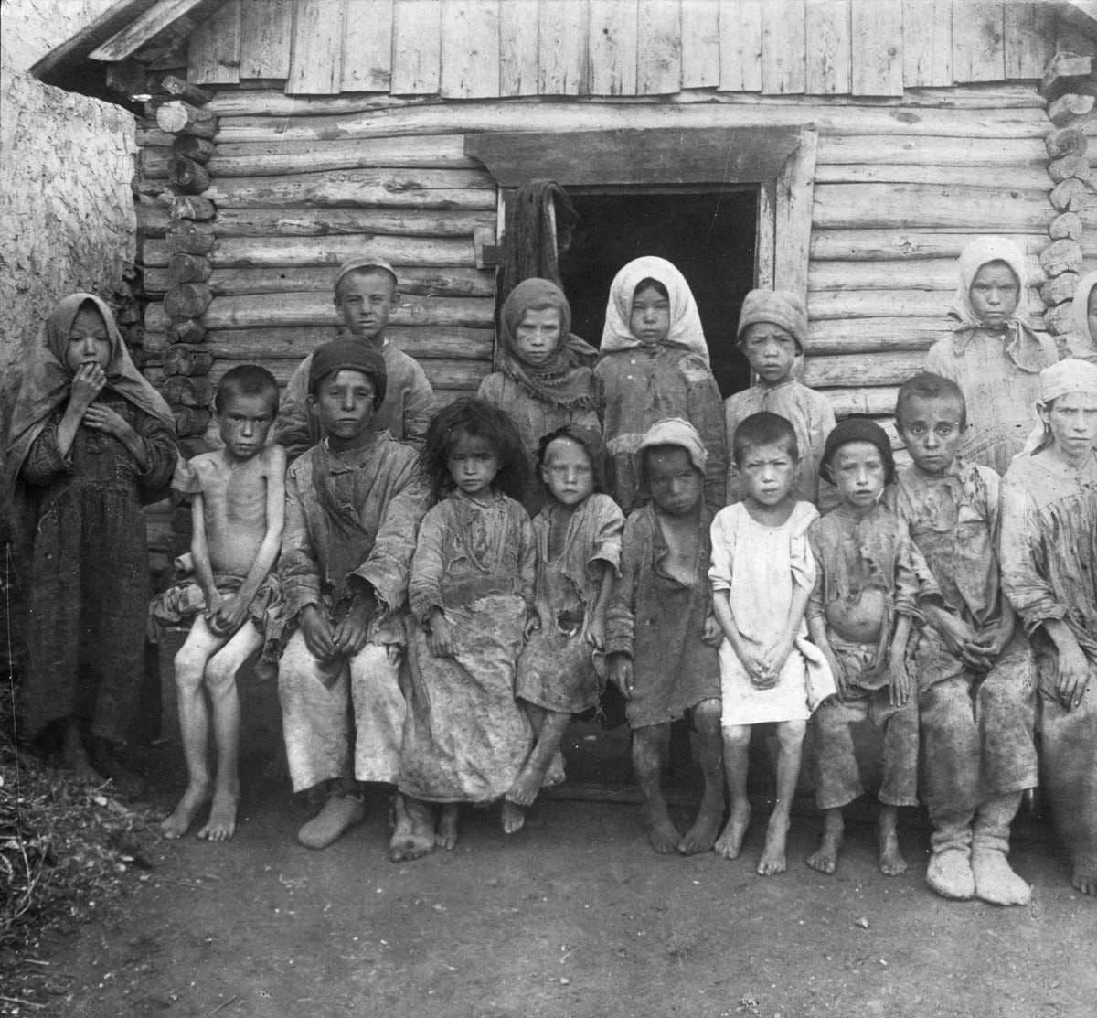 صورة لأطفال روس خلال فترة المجاعة