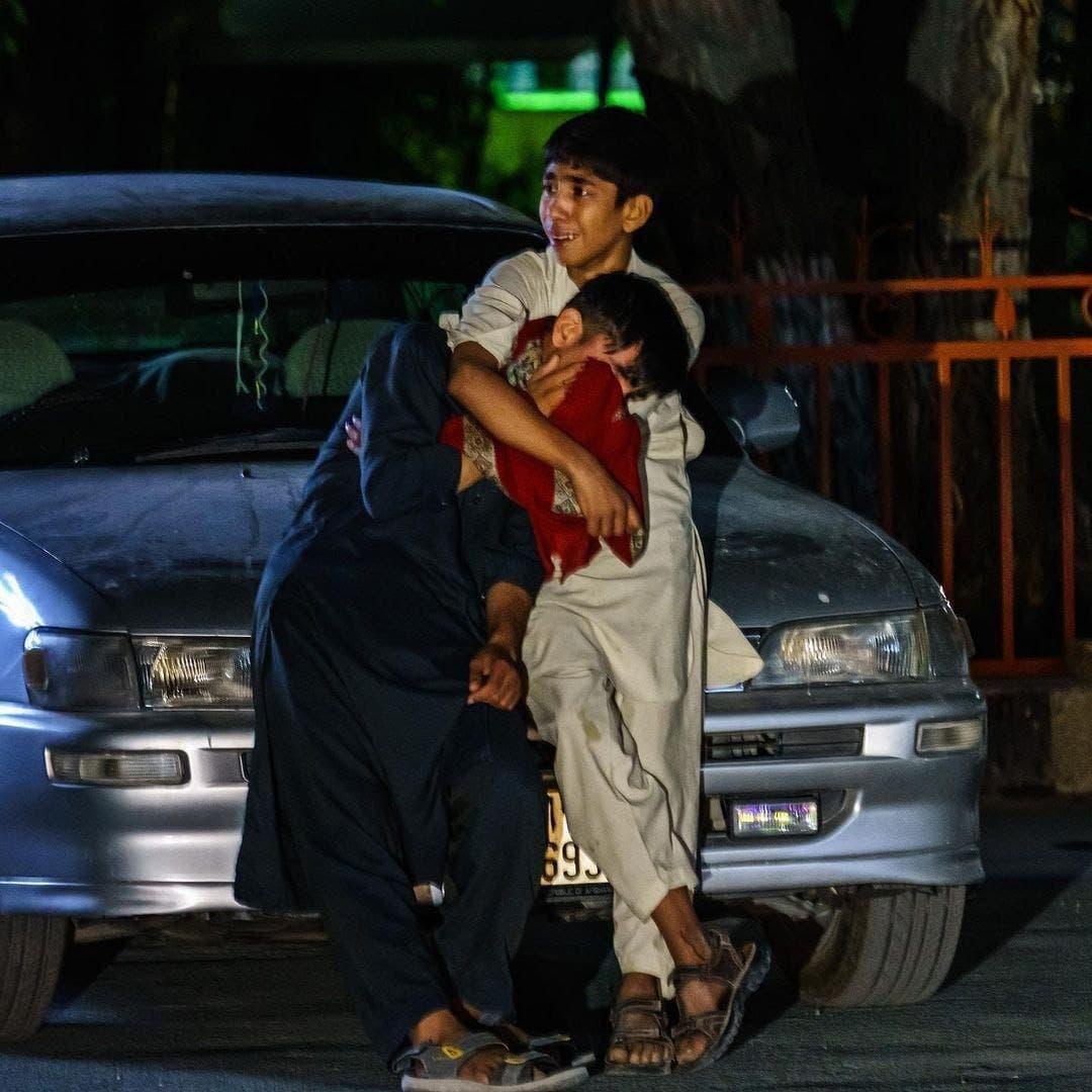 طفلان ناجيان من انفجار مطار كابل