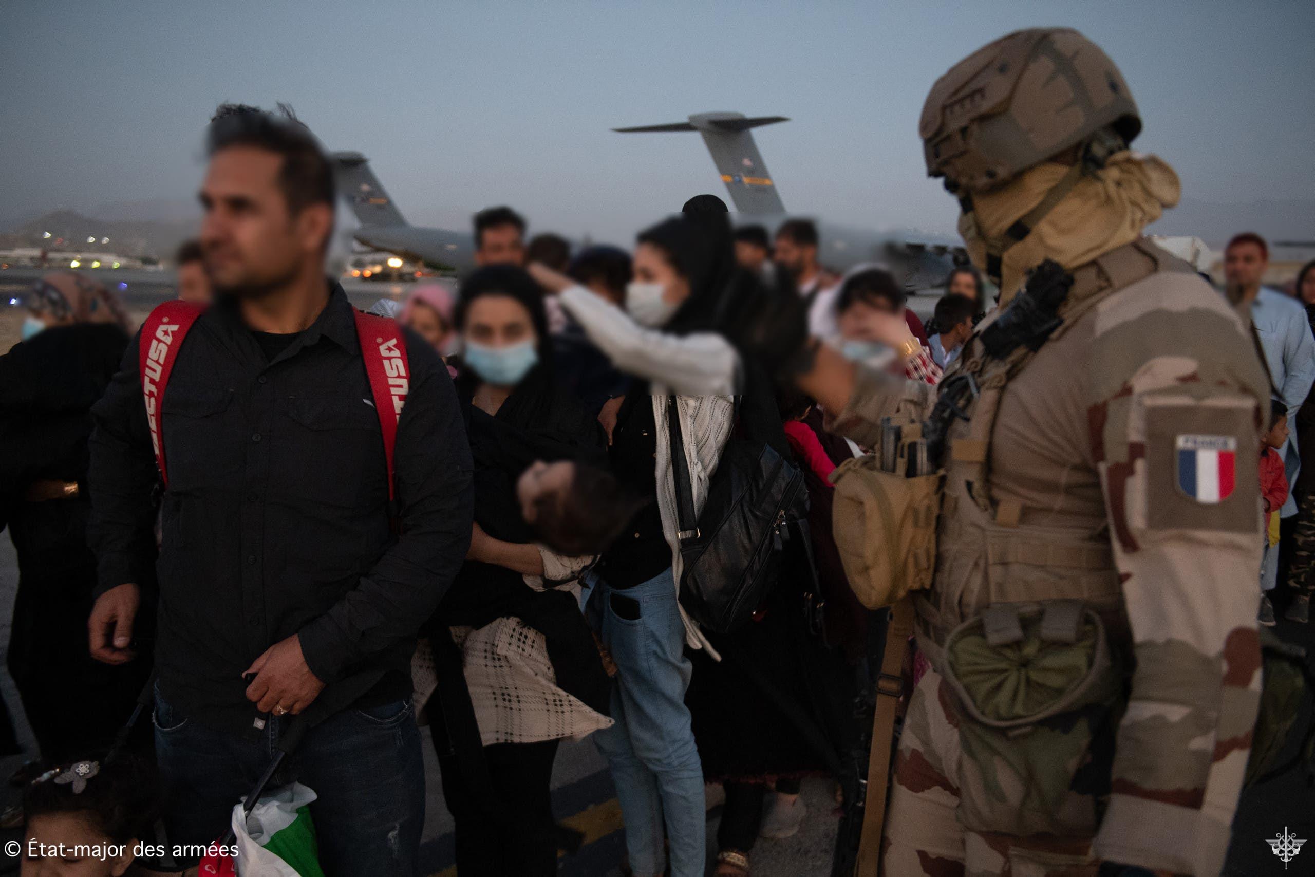 من عمليات الإجلاء الفرنسية في مطار كابل