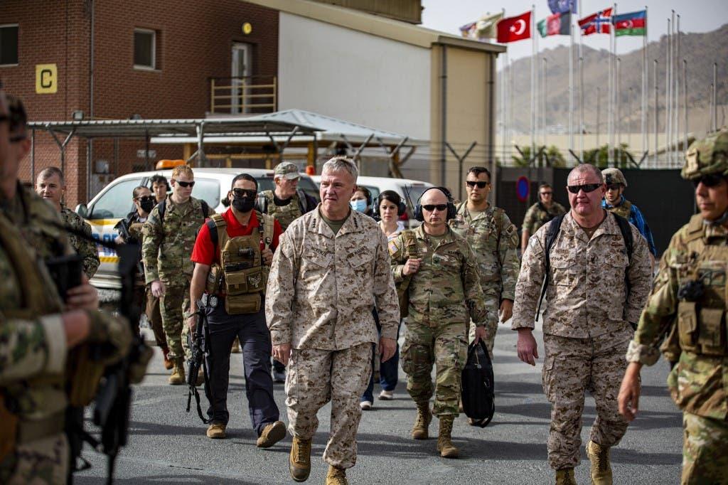 الجيش الأميركي خلال تنظيمه رحلات الإجلاء من مطار كابل