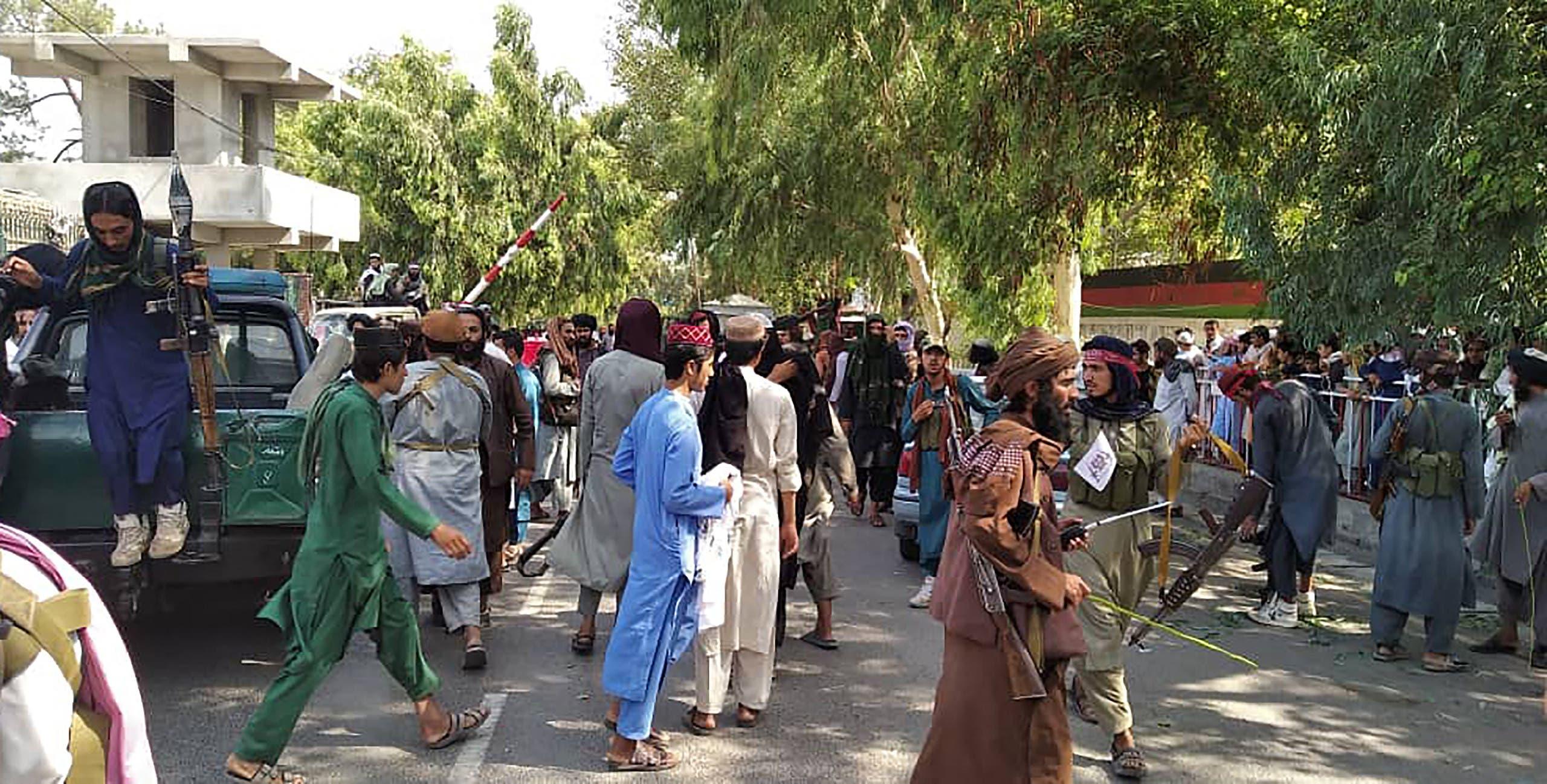 عناصر من طالبان في جلال آباد عاصمة إقليم نانغارهار في 15 أغسطس الحالي