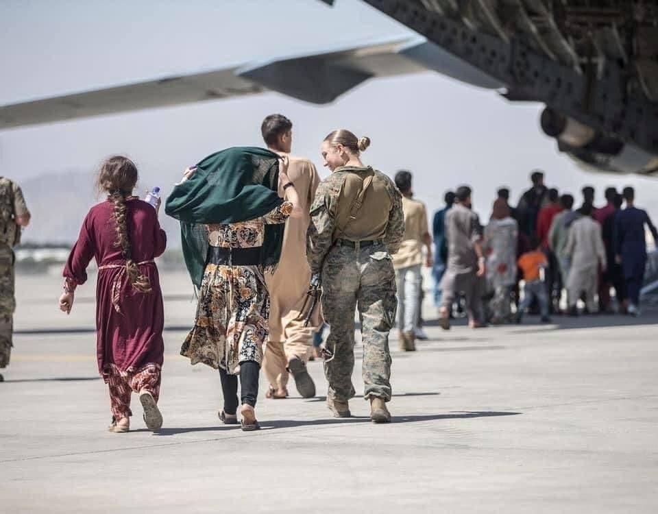 نيكول جي في مطار كابل